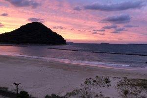 Sunset from Kikugahama beach in the city