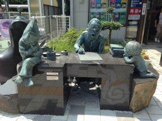 Мидзуки Сигэру со своими персонажами - Китаро и Крысом