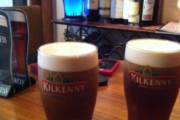 <p>คิลเนลลี่ ครีมเบียร์ไอริชที่ละมุนลิ้นและรสชาติเยี่ยม</p>