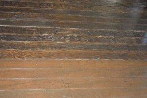 古い床板と新しい床板