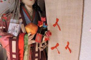 Scarecrow in a twelve-layer kimono