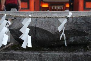 Синтоистские символы белого цвета