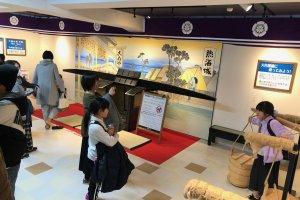 Exposição e interação com objetos da era Edo