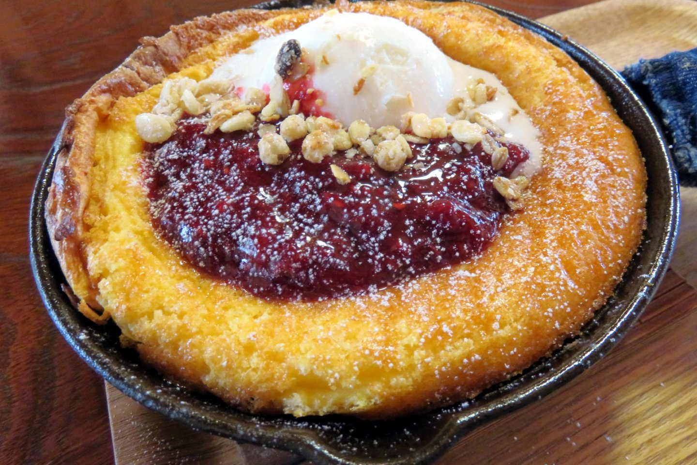 Vegetarian pancake: mixed berries.