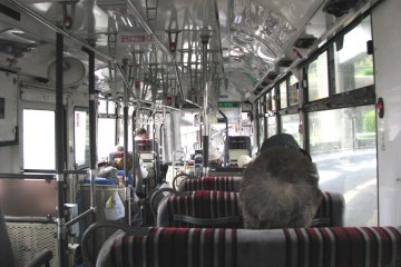 Local bus to Kurahashi-jima