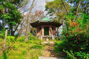 Building at top of Mt. Inari