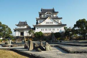 Kishiwada Castle and garden