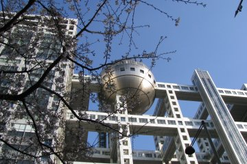 The spherical observation deck, Hachitama, features wonderful views of Tokyo and Odaiba
