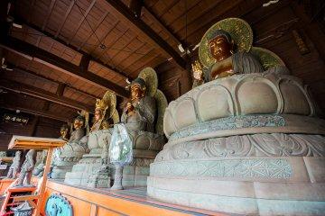 Статуи Будд Нёрай