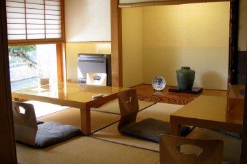 В рёкане есть гостиные комнаты для общего пользования, например для празднования Дня рождения