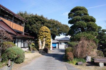 Gardens on the grounds of Kurosawa Shouyuten