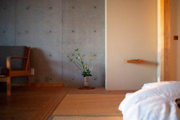 Room Ikebana decoration at Satoumitei