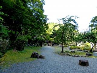 Field in front of Yoriie's grave