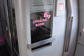 Hello Kitty Shinkansen: smoking room