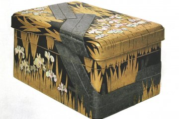 Two-tiered lacquered writing box, Tokyo National Museum