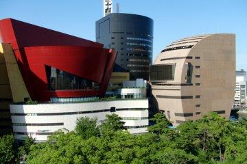 Здание Riverwalk Kitakyushu, вид из замка