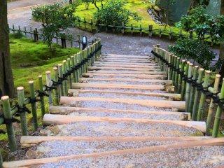 頂上へと続く階段