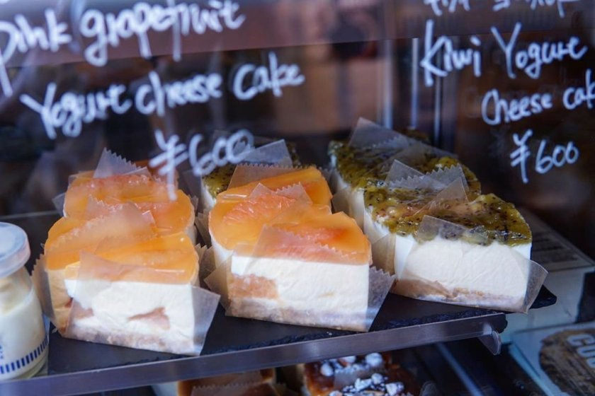 Seasonal grapefruit and kiwi cheesecakes