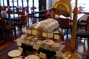Vintage bronze lamp give an elegant nostalgic atmosphere at the modern restaurant
