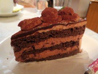 Delicioso bolo de chocolate que vai derreter na sua boca