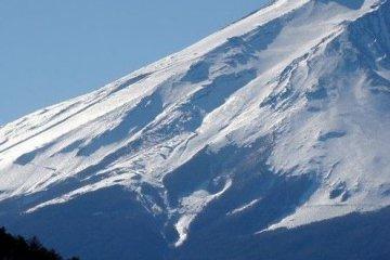 反面的富士山东侧山坡