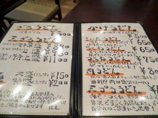 Thực đơn viết tay với mức giá khá mềm cùng chi tiết cho từng món ăn