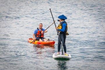 乘坐海上皮划艇和SUP,探索上五岛的海湾