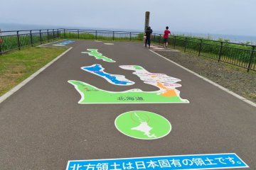 Walkway showing the distance to the four islands