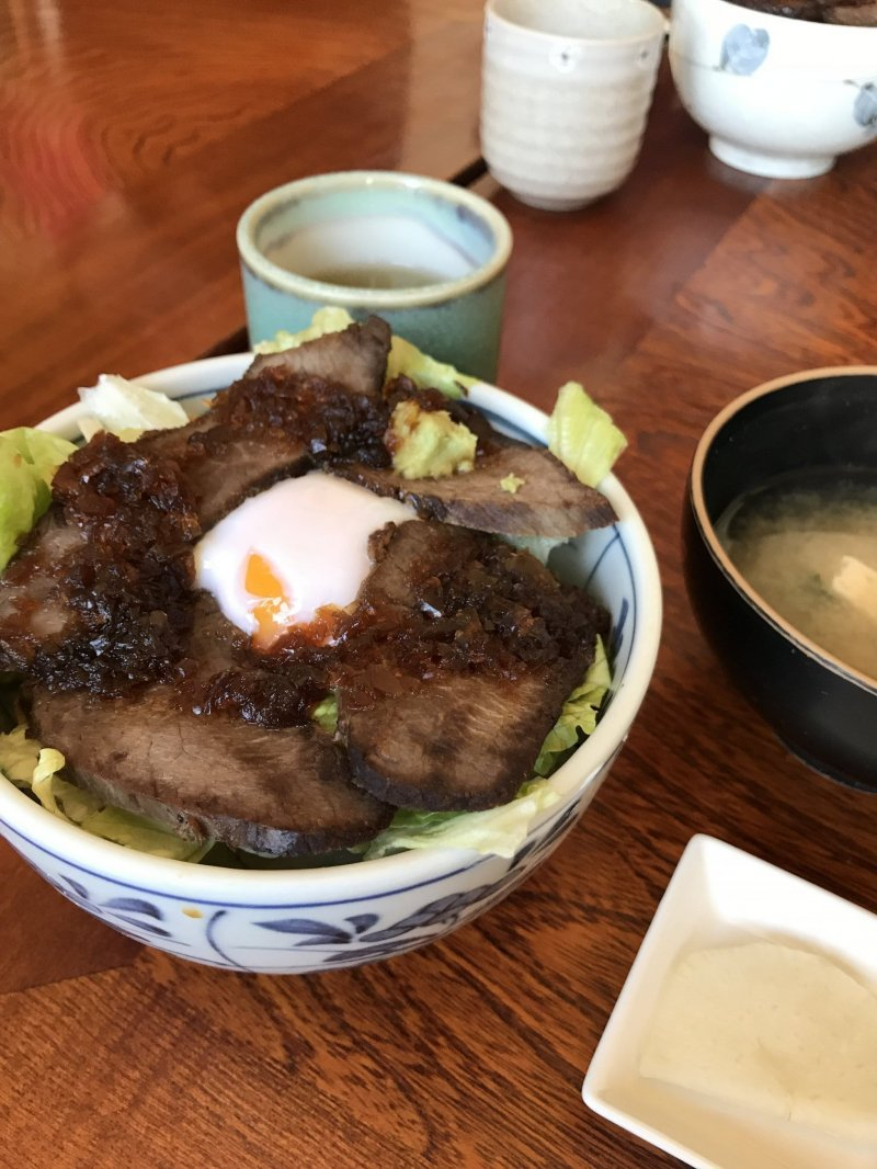 Beef bowl at Ajidokoro Azuma