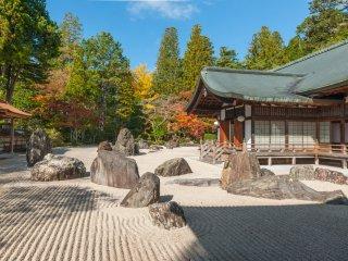 2,340平方メートルの石庭の蟠龍庭は国内最大級の規模を誇る