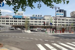 Buses are available from Niigata Station to the sign's new venue
