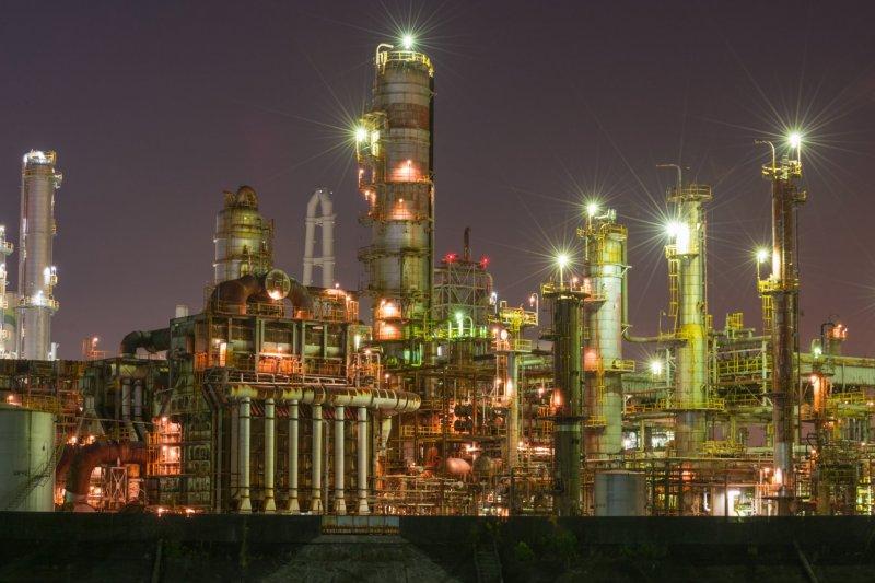 Мой любимый ночной пейзаж. Это нефтеперерабатывающий завод в районе моста Тайсё вдоль шоссе №23
