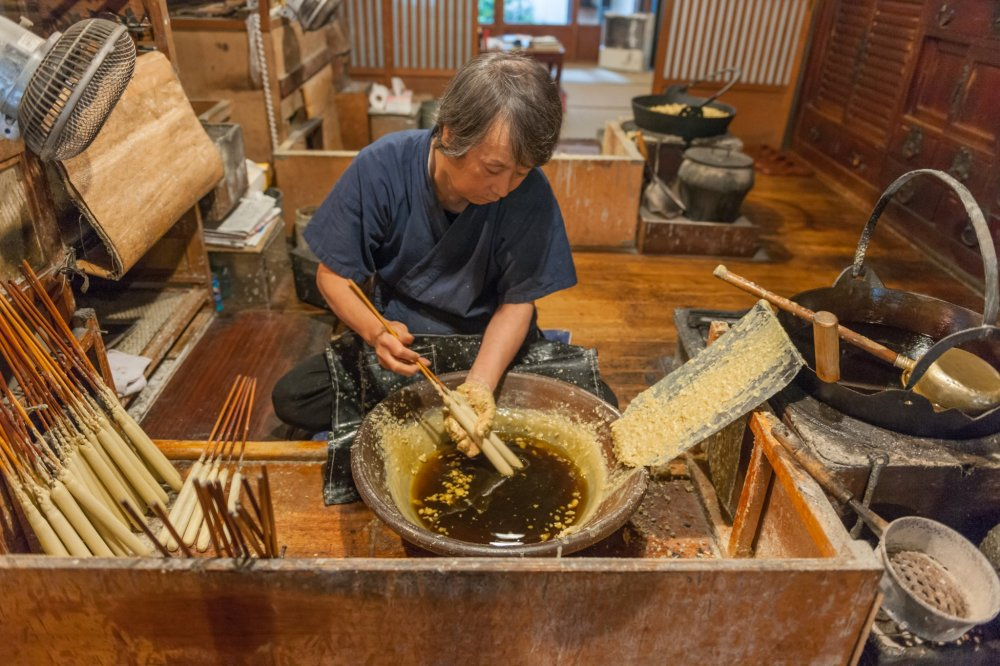 Japanese candle-making techniques have been passed down from the family to Mr. Taro Omori, 6th generation craftsman of Omori shop