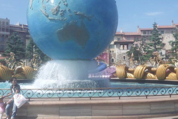 디즈니씨를 대표하는 지구본