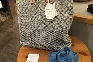 Maito(真糸)的包包采用天然材料制成。
