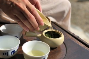 Pouring the purest of teas, straight from the farm