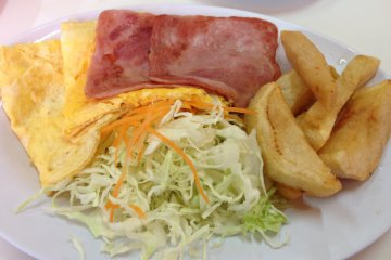 <p>Ham and egg breakfast platter with salad</p>