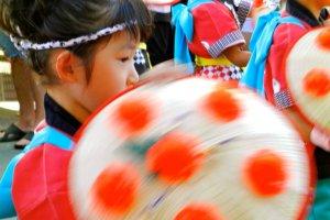 Những điệu múa có vẻ đơn giản nhưng cần chuyển động liên tục.