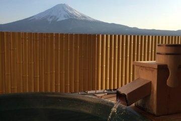 Konansou offers a way to soak and enjoy Fuji at the same time