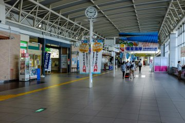 JR East Hachinohe is a pleasant station to visit and an easy one to navigate