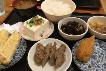 The ¥980 set meal. Pick 6 dishes out of 24 choices. (I was so hungry I ate one of the inarizushi before taking this photo!)