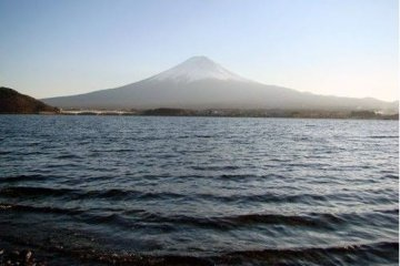 美丽的河口湖与富士山
