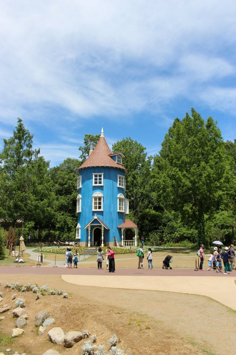 The Moomin House in the center of Moominvalley park has become a symbol of the Moominvalley theme park in Hanno City, Saitama. You can tour the house for an additional charge. At the moment, with the Coronavirus, you need to book in advance to take the tour.
