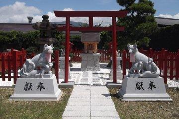 A shrine close to the statue