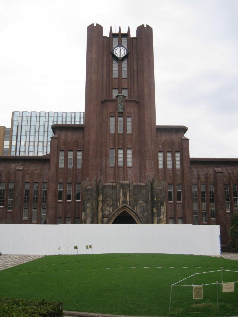 东京大学标志性建筑----安田讲堂