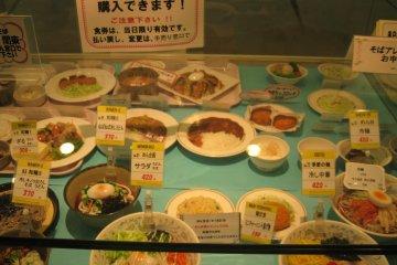 食堂里的美食模型