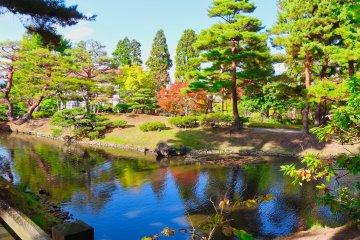 Oyakuen Garden pond