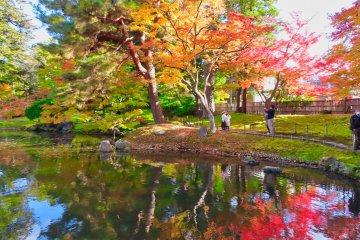Oyakuen Garden at east side of pond.