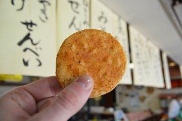 Kanekoya's Shibamata sembei, unchanged for almost a century