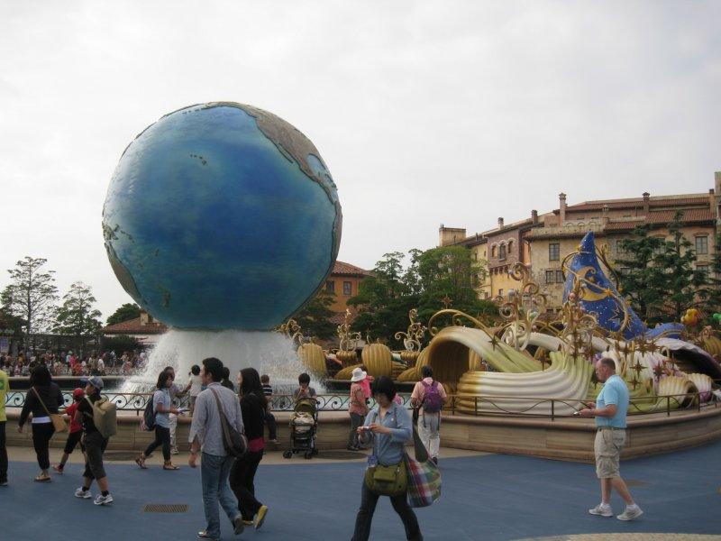入园后就会见到的蓝色星球